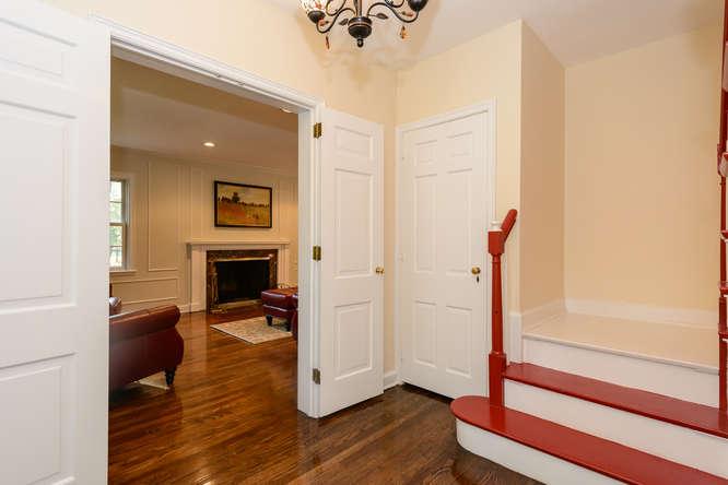 Casa para uma família para Venda às Colonial 1678 Cedar Swamp Rd Brookville, Nova York 11545 Estados Unidos