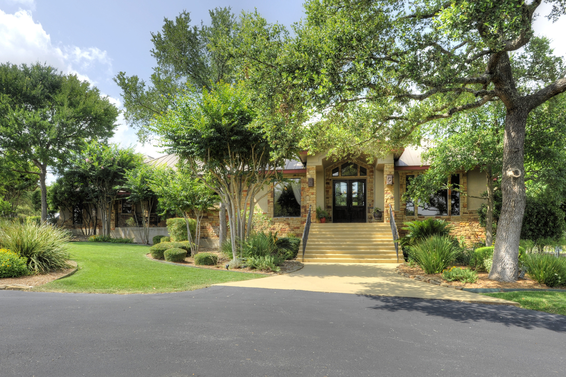 Casa Unifamiliar por un Venta en Gorgeous Estate in Dove Country Farms 113 Dove Mountain Boerne, Texas 78006 Estados Unidos