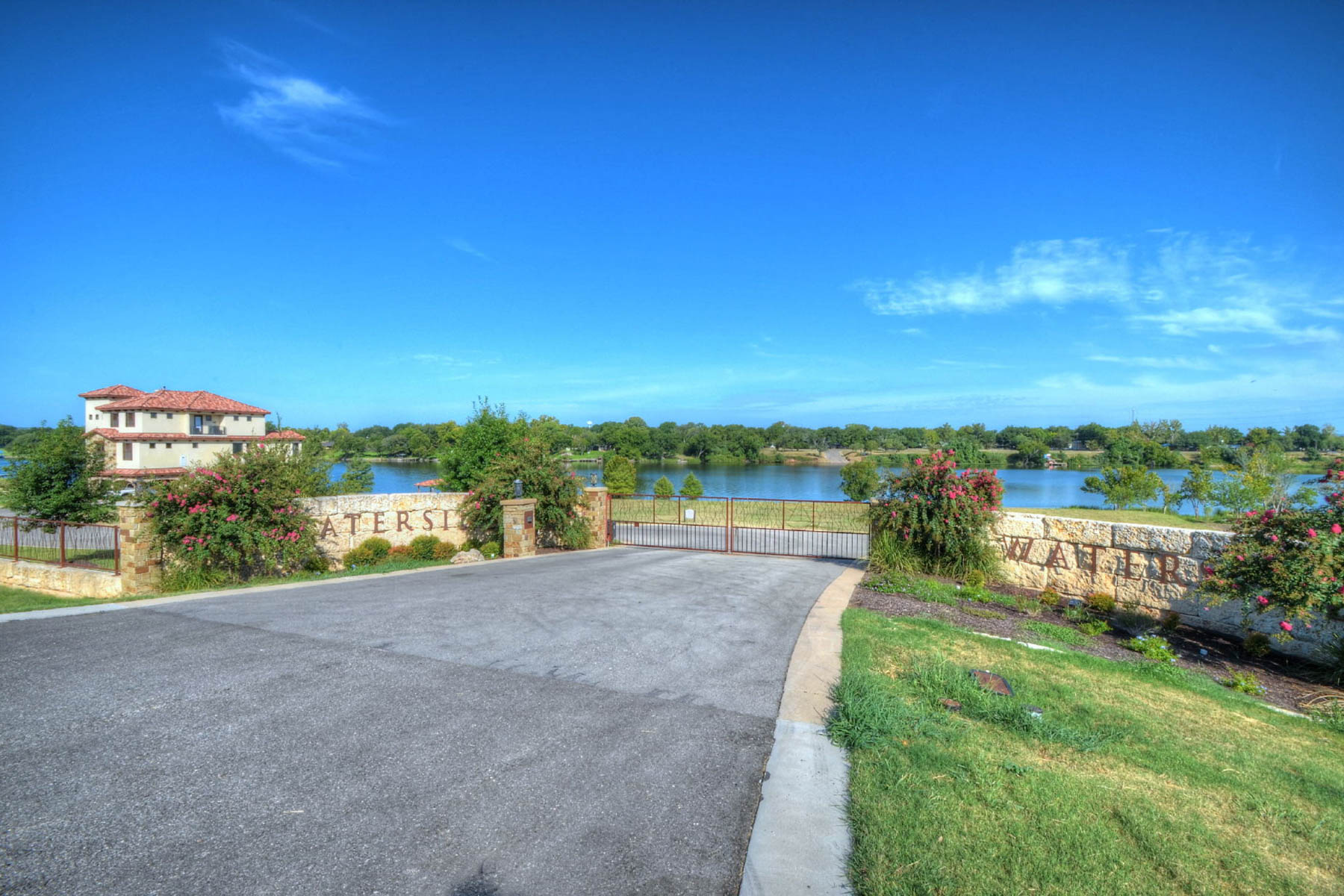 Đất đai vì Bán tại Private Luxury in Waterside on Lake Marble Falls 630 Waterside Dr Marble Falls, Texas, 78657 Hoa Kỳ