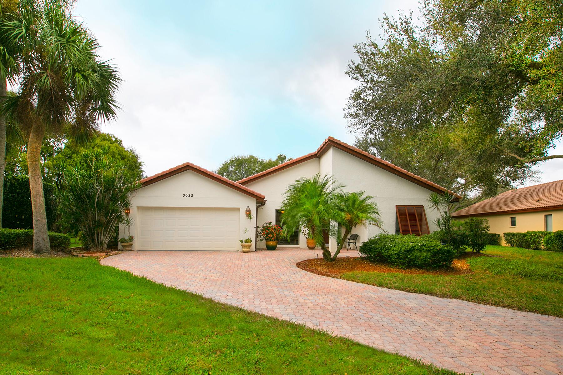 Maison unifamiliale pour l Vente à THE MEADOWS 3028 Rosemead Sarasota, Florida, 34235 États-Unis
