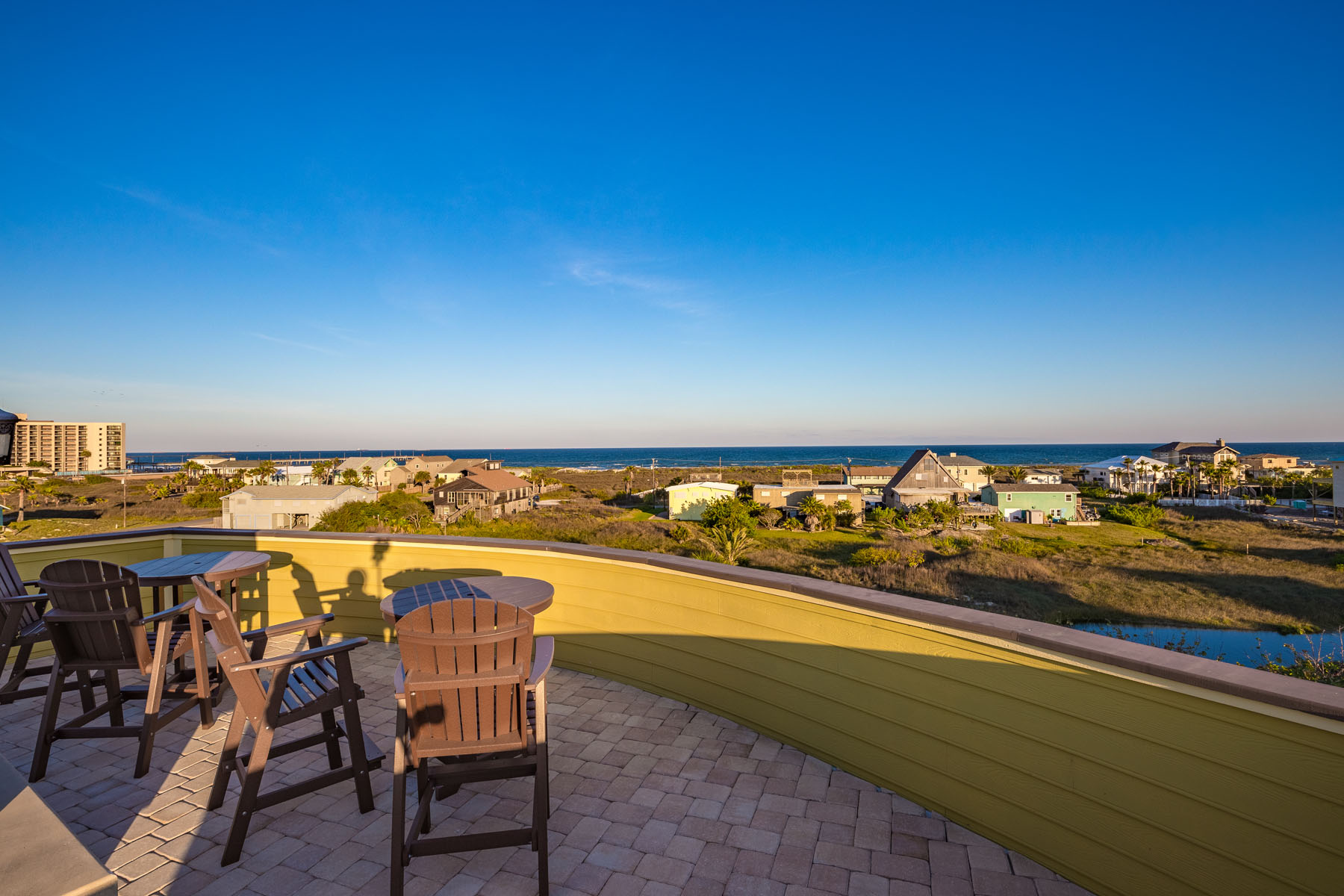 Additional photo for property listing at Forever Ocean Views 311 Twelfth St Port Aransas, Texas 78373 Estados Unidos