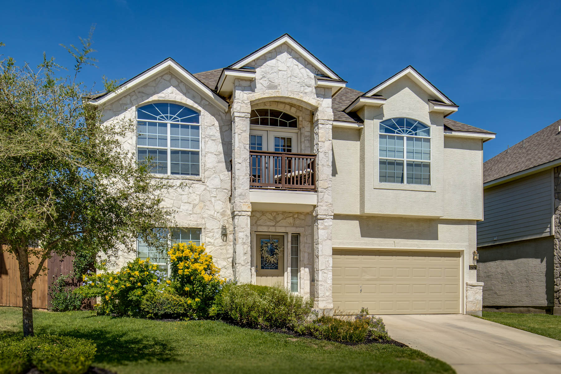 Single Family Home for Sale at Excellent Home in Trinity Oaks 2727 Summit Vw San Antonio, Texas 78261 United States