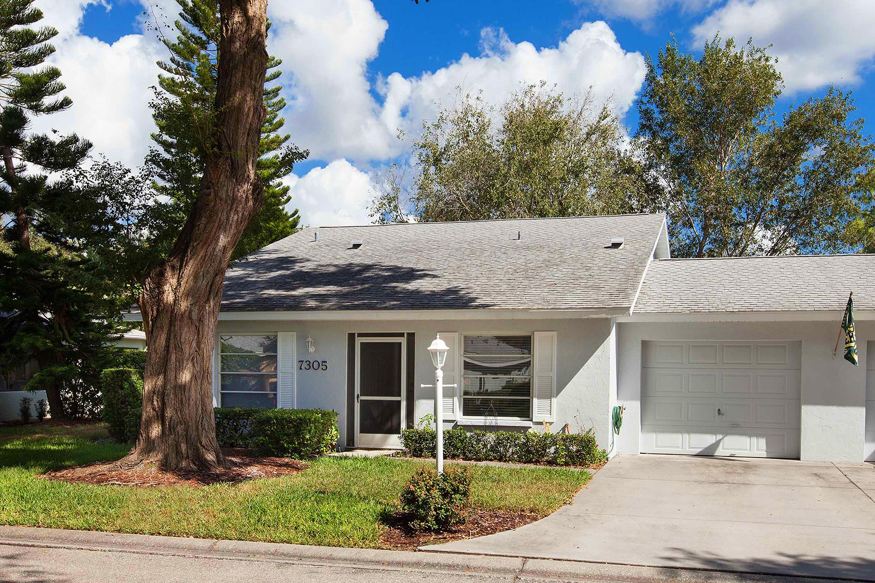 联栋屋 为 销售 在 PINEHURST 7305 Eleanor Cir 萨拉索塔, 佛罗里达州 34243 美国