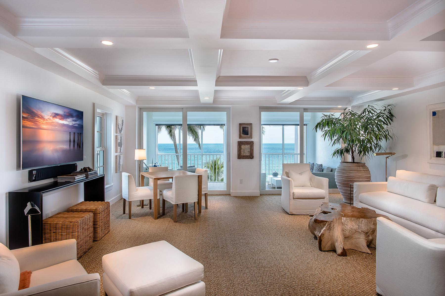 Condomínio para Venda às THE MOORINGS - THE WALDORF 3377 Gulf Shore Blvd N 3B Naples, Florida 34103 Estados Unidos