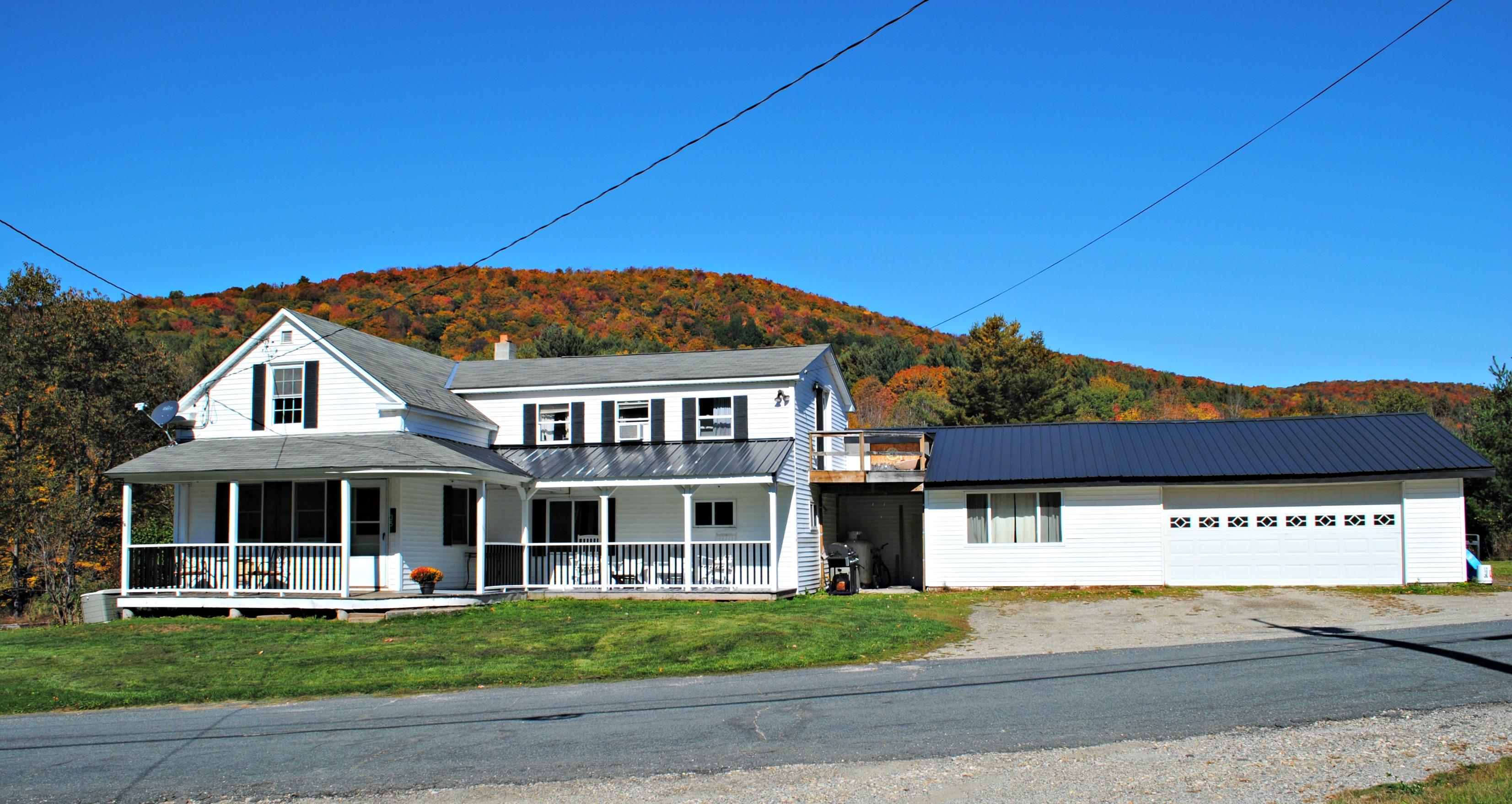 獨棟家庭住宅 為 出售 在 Antique Farmhouse 35 Robillard Stamford, 佛蒙特州, 05352 美國