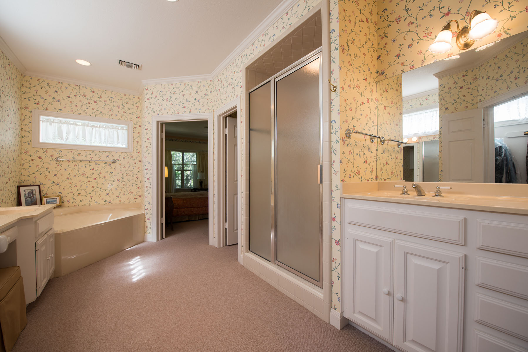 Additional photo for property listing at A Traditional Masterpiece 11 Waterfall Dr The Hills, Texas 78738 Estados Unidos