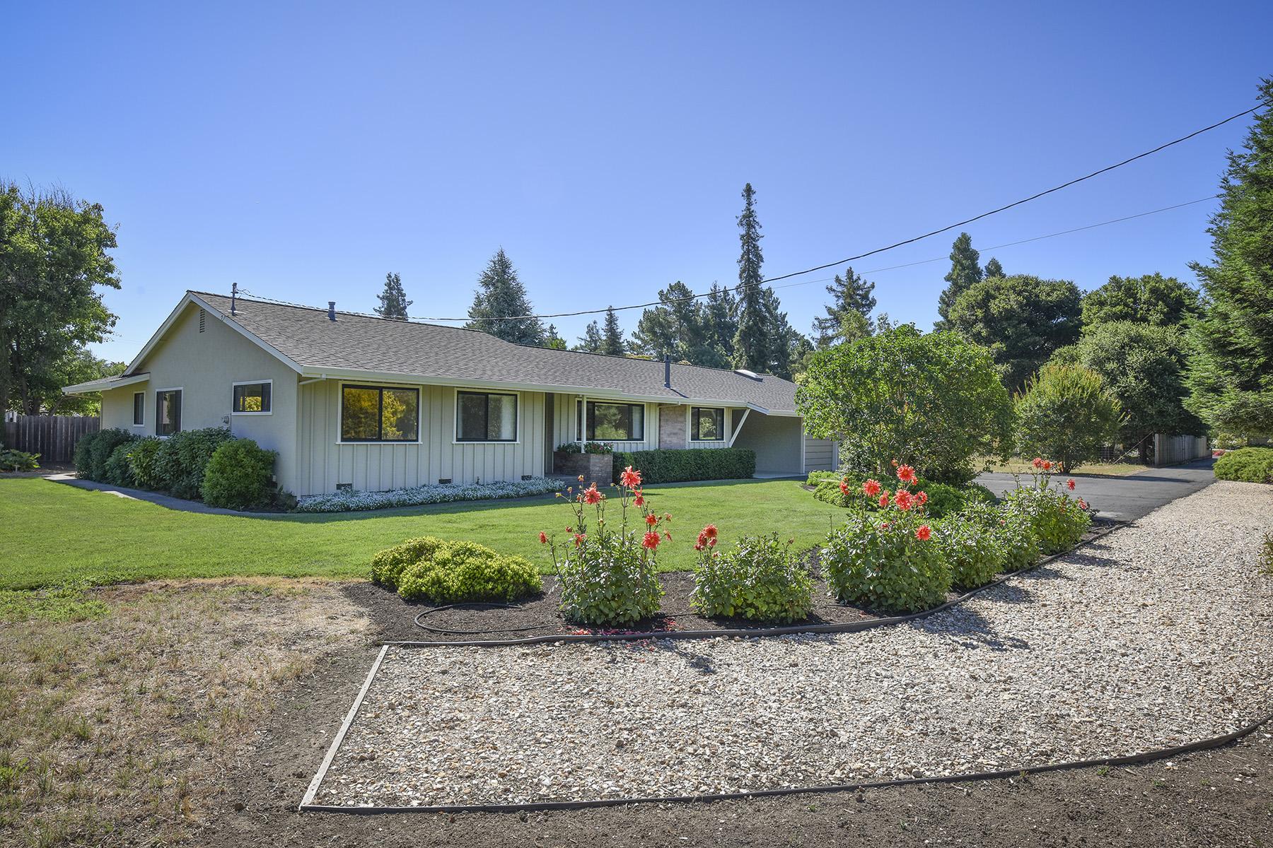Casa Unifamiliar por un Venta en 2056 W F St, Napa, CA 94558 Napa, California, 94558 Estados Unidos