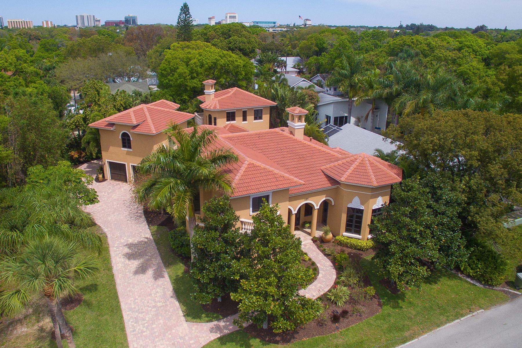 Casa para uma família para Venda às GRAHAM HEIGHTS 1727 Bahia Vista St Sarasota, Florida, 34239 Estados Unidos