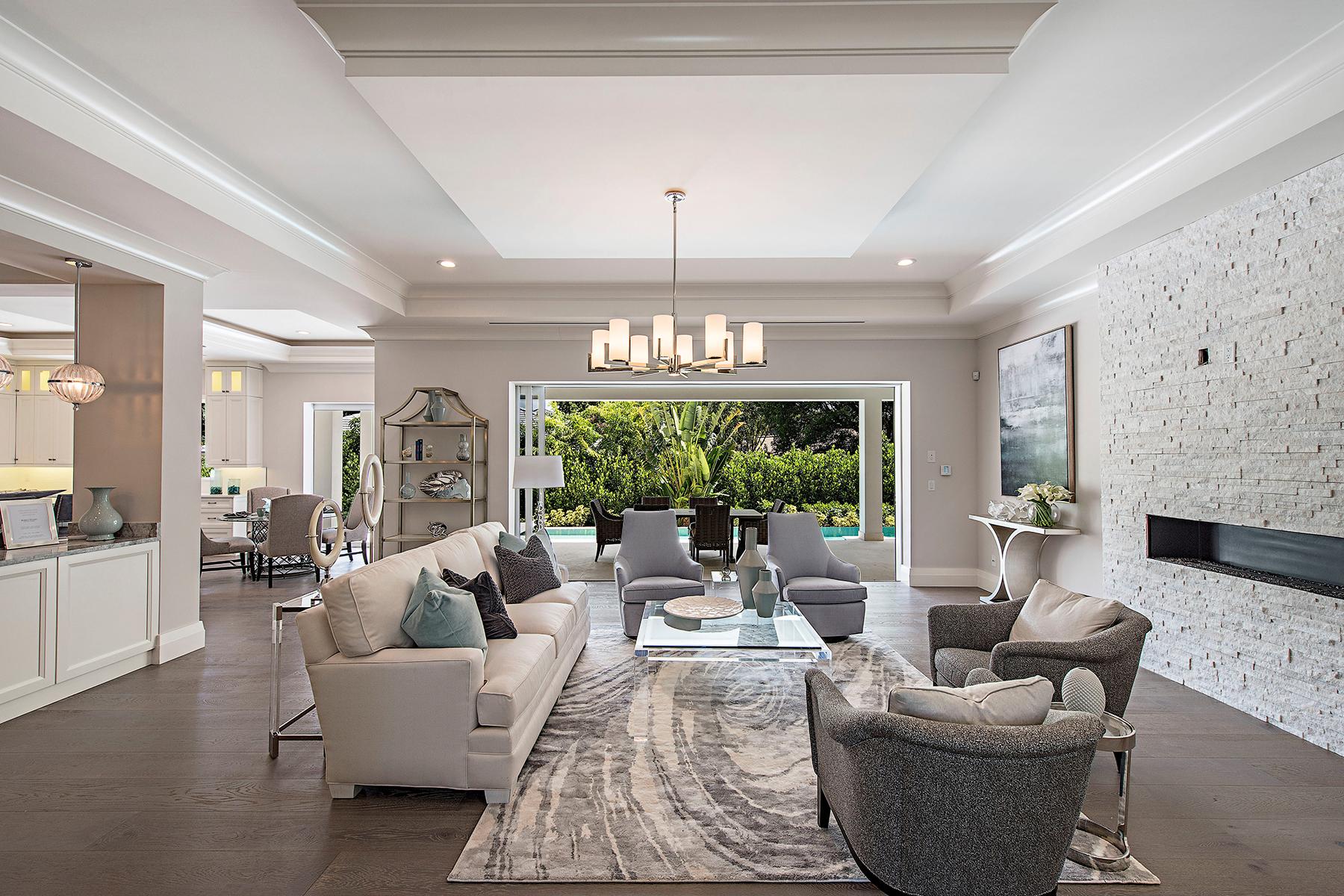 Casa Unifamiliar por un Venta en PARK SHORE 615 Fountainhead Ln Naples, Florida, 34103 Estados Unidos