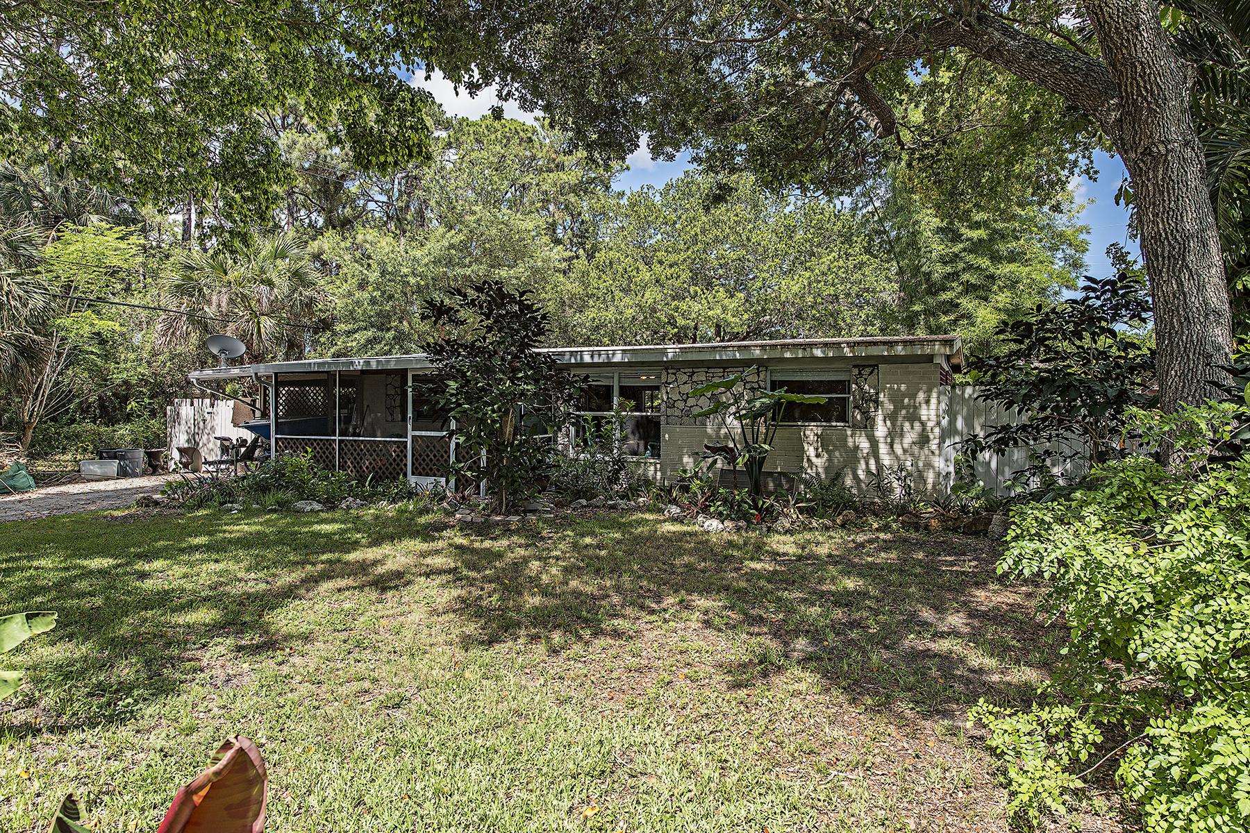 Casa Unifamiliar por un Venta en BROOKSIDE 1380 Pine St Naples, Florida, 34104 Estados Unidos