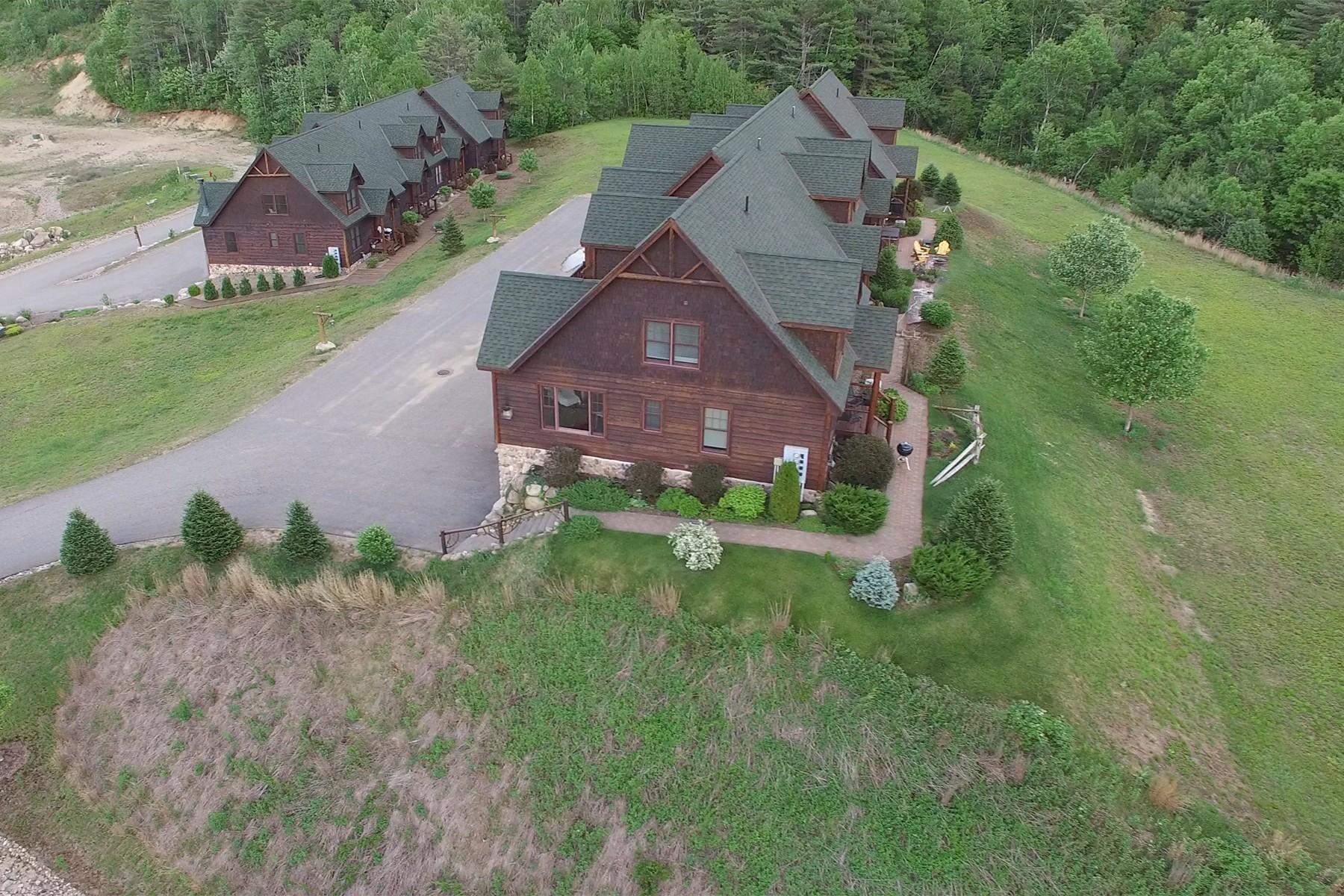 独户住宅 为 销售 在 Luxury Gore Mountain Townhomes 17 Bear Club Drive 约翰斯堡, 纽约州 12853 美国