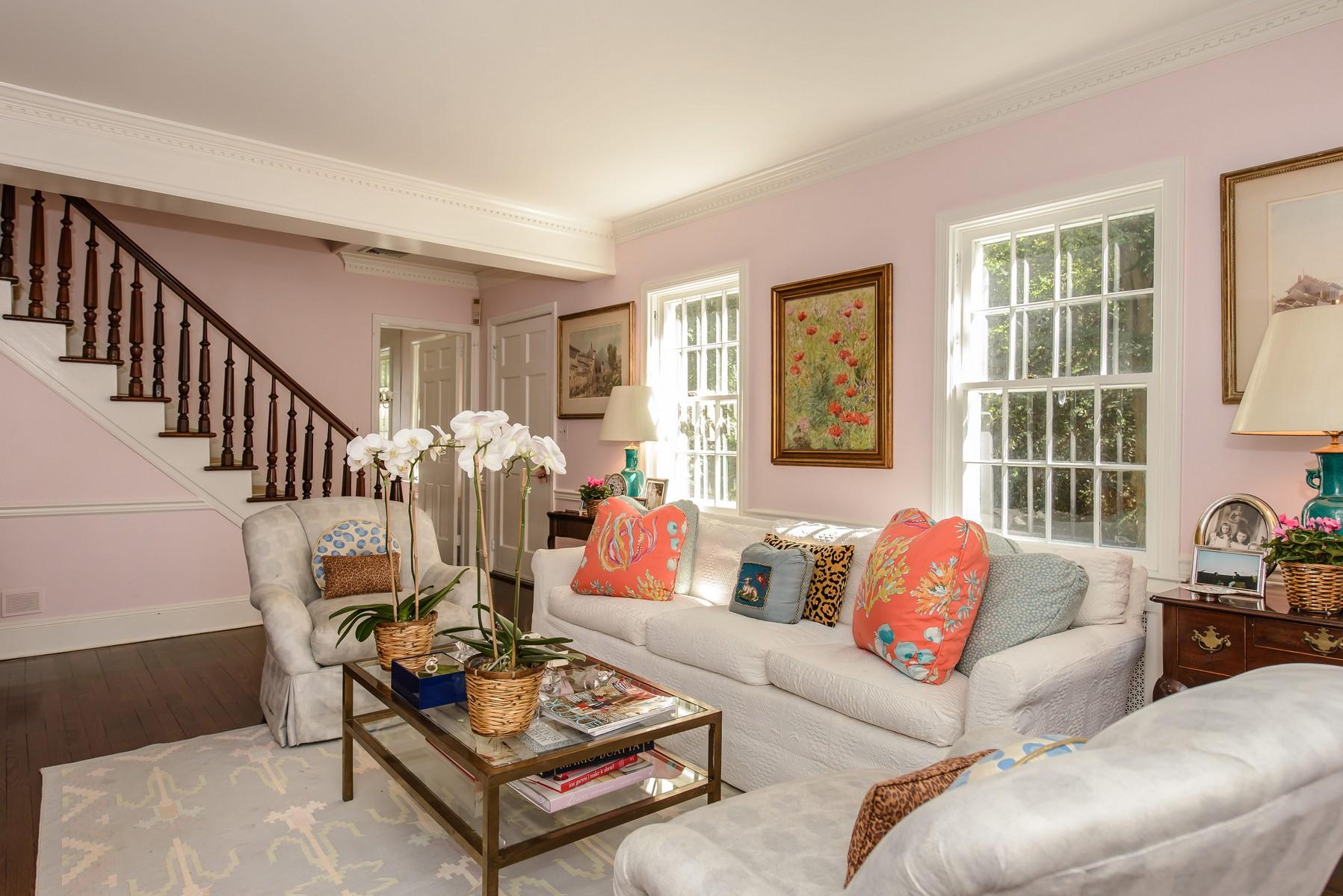 Nhà ở một gia đình vì Bán tại Colonial 20 Moores Hill Rd Laurel Hollow, New York, 11771 Hoa Kỳ