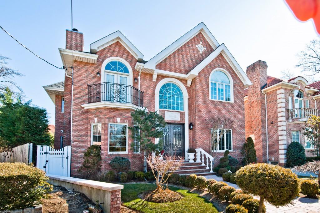 獨棟家庭住宅 為 出售 在 Colonial 14-41 163rd St Beechhurst, 紐約州, 11357 美國