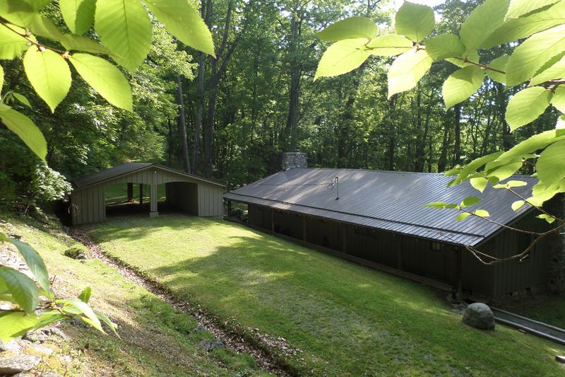 Casa para uma família para Venda às LINVILLE 151 Moores Mountain Fork Road Linville, Carolina Do Norte, 28646 Estados Unidos