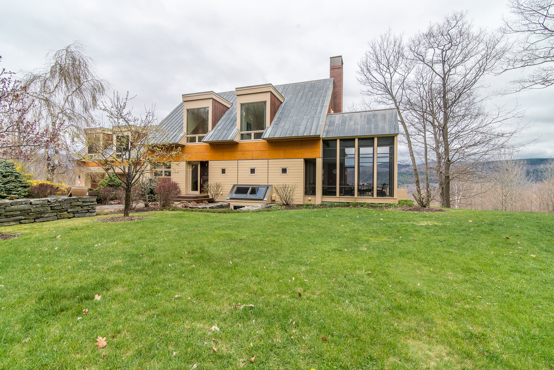 Maison unifamiliale pour l Vente à Custom Contemporary with 23 Acres and Views 655 Upper Squirrel Hollow Rd Dorset, Vermont, 05253 États-Unis
