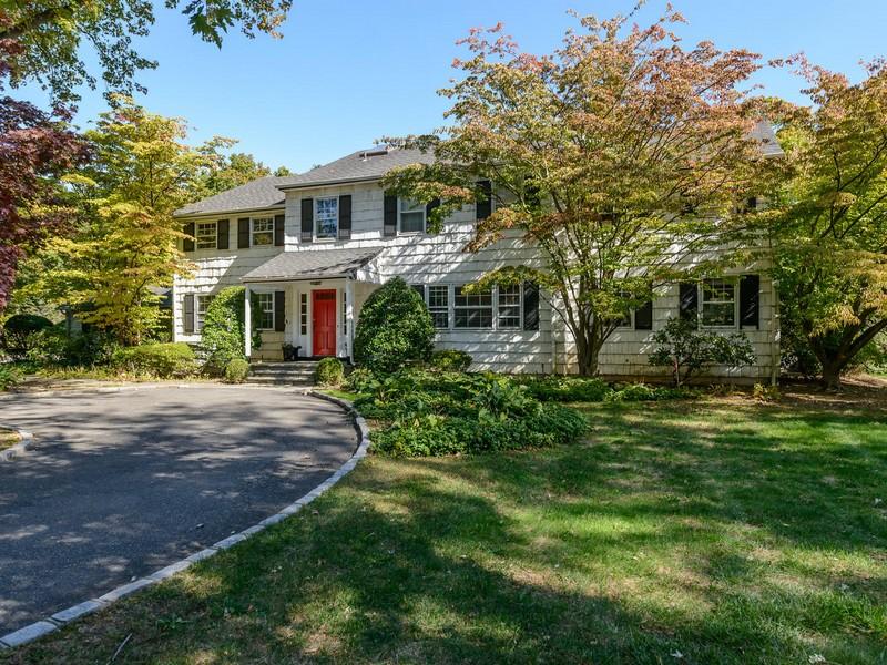 Nhà ở một gia đình vì Bán tại Colonial 2 Edson Old Brookville, New York 11545 Hoa Kỳ