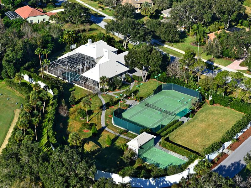 Maison unifamiliale pour l Vente à LAUREL OAKS ESTATES 2895 Dick Wilson Dr Sarasota, Florida 34240 États-Unis