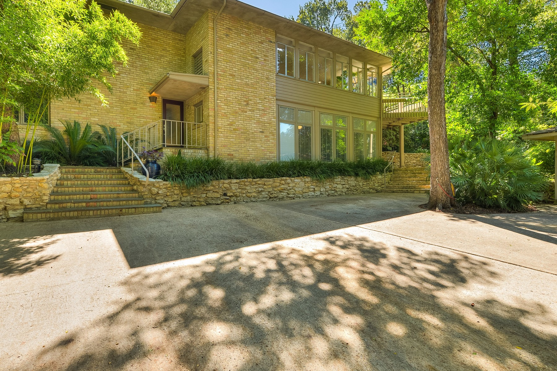 Single Family Home for Sale at Stunning Mid-Century Modern Architecture 2311 Shoal Creek Blvd Austin, Texas, 78705 United States