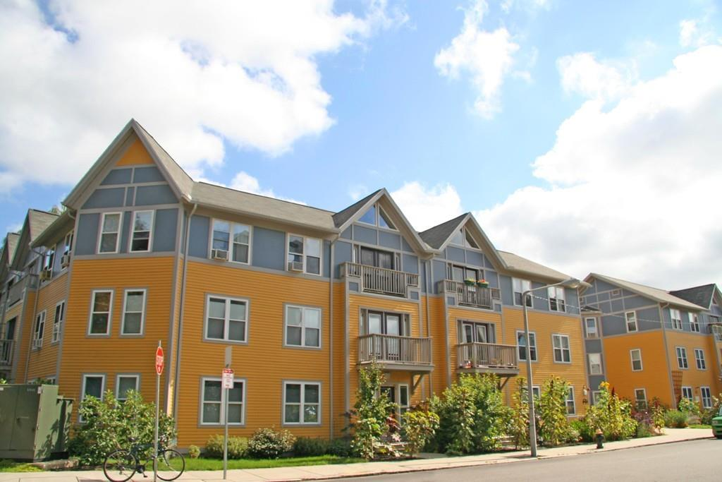 Copropriété pour l Vente à 65 Cornwall St 204, Boston Jamaica Plain, Boston, Massachusetts, 02130 États-Unis