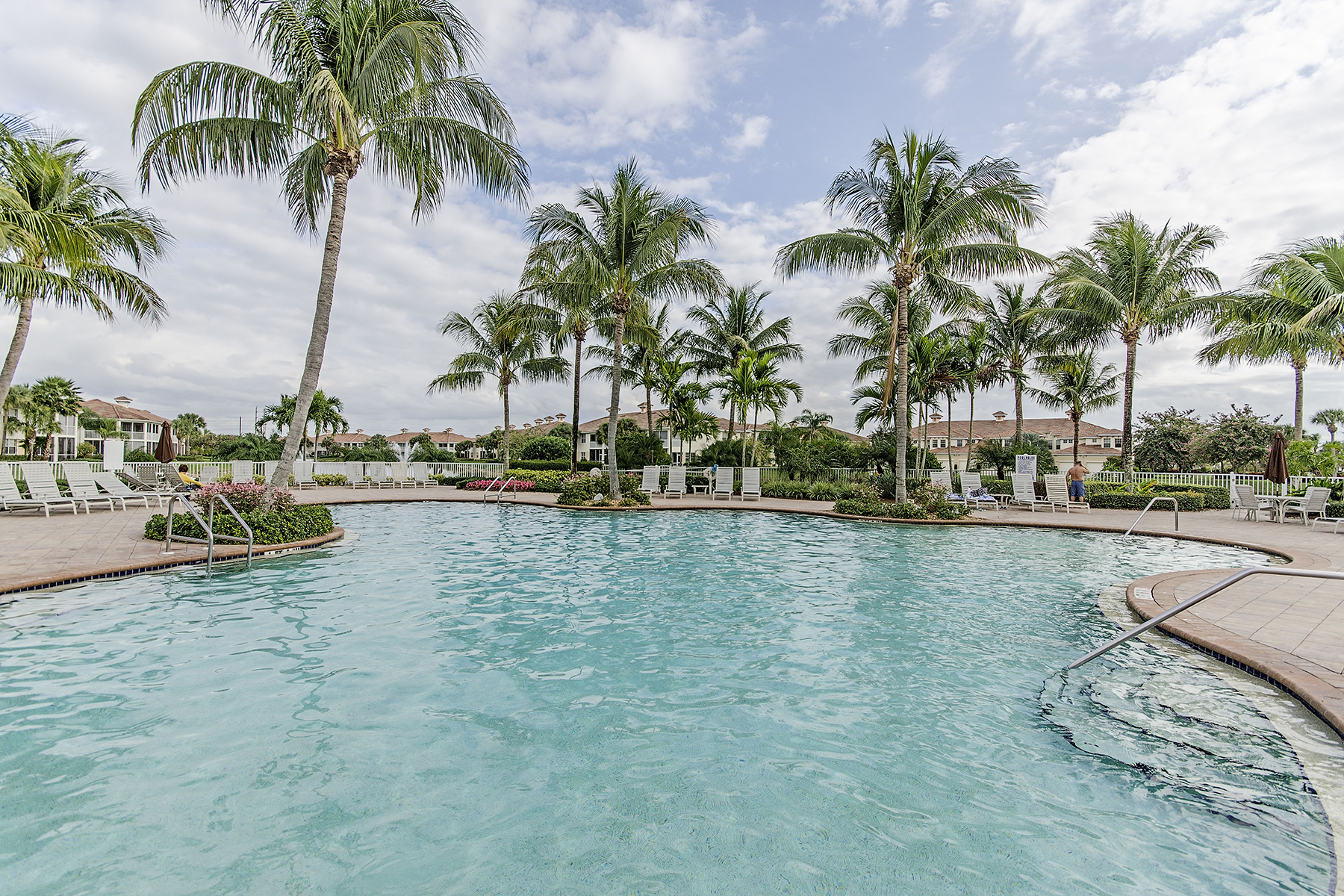 Condominio per Vendita alle ore BRIDGEWATER BAY - TREASURE BAY 3017 Driftwood Way 3007 Naples, Florida 34109 Stati Uniti