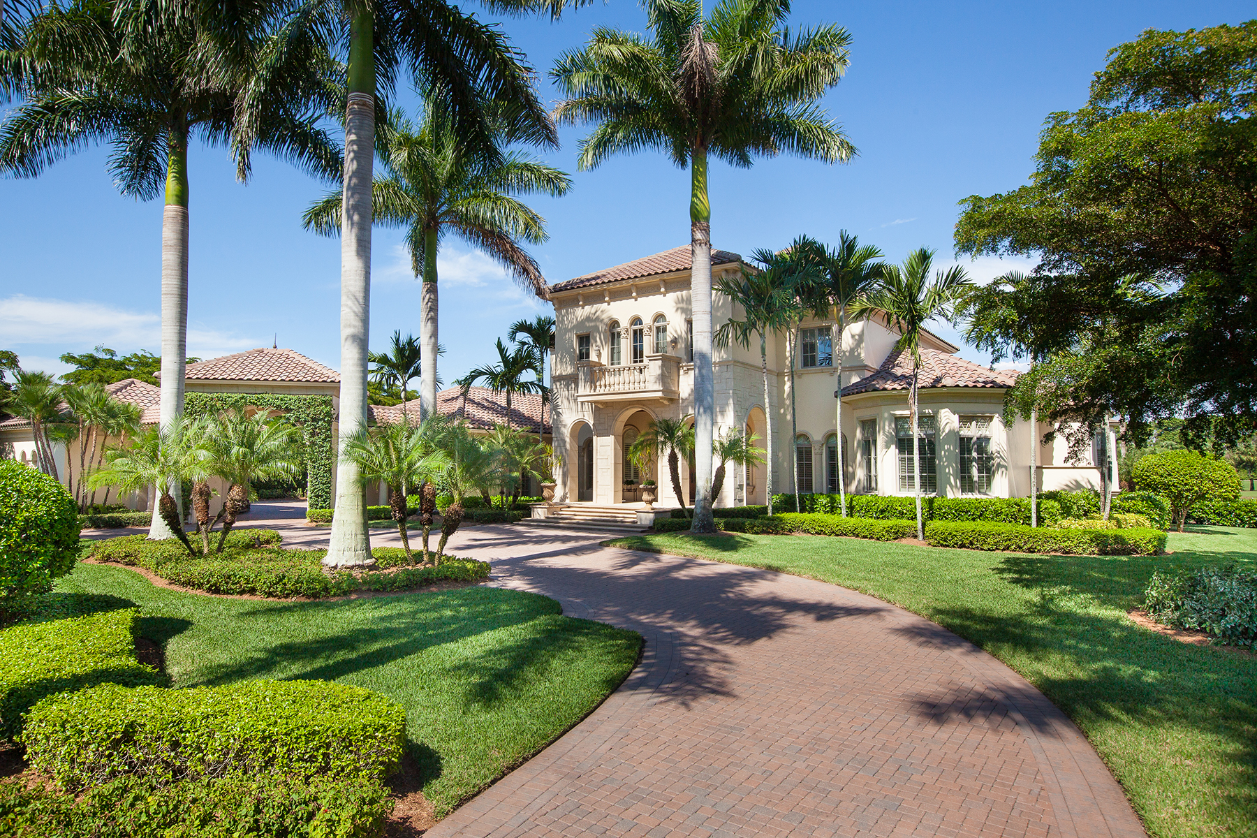 Casa Unifamiliar por un Venta en PELICAN MARSH - ESTATES AT BAY COLONY GOLF CLUB 9751 Bentgrass Naples, Florida, 34108 Estados Unidos