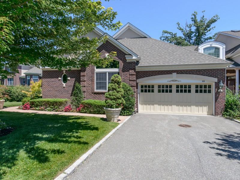 Tek Ailelik Ev için Satış at Homeowner Assoc Manhasset, New York 11030 Amerika Birleşik Devletleri