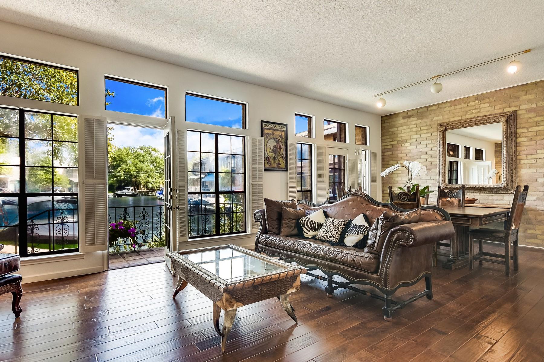 Condominio por un Venta en Orleans Harbor Condo on Lake Austin 2437 Westlake Dr Austin, Texas 78746 Estados Unidos