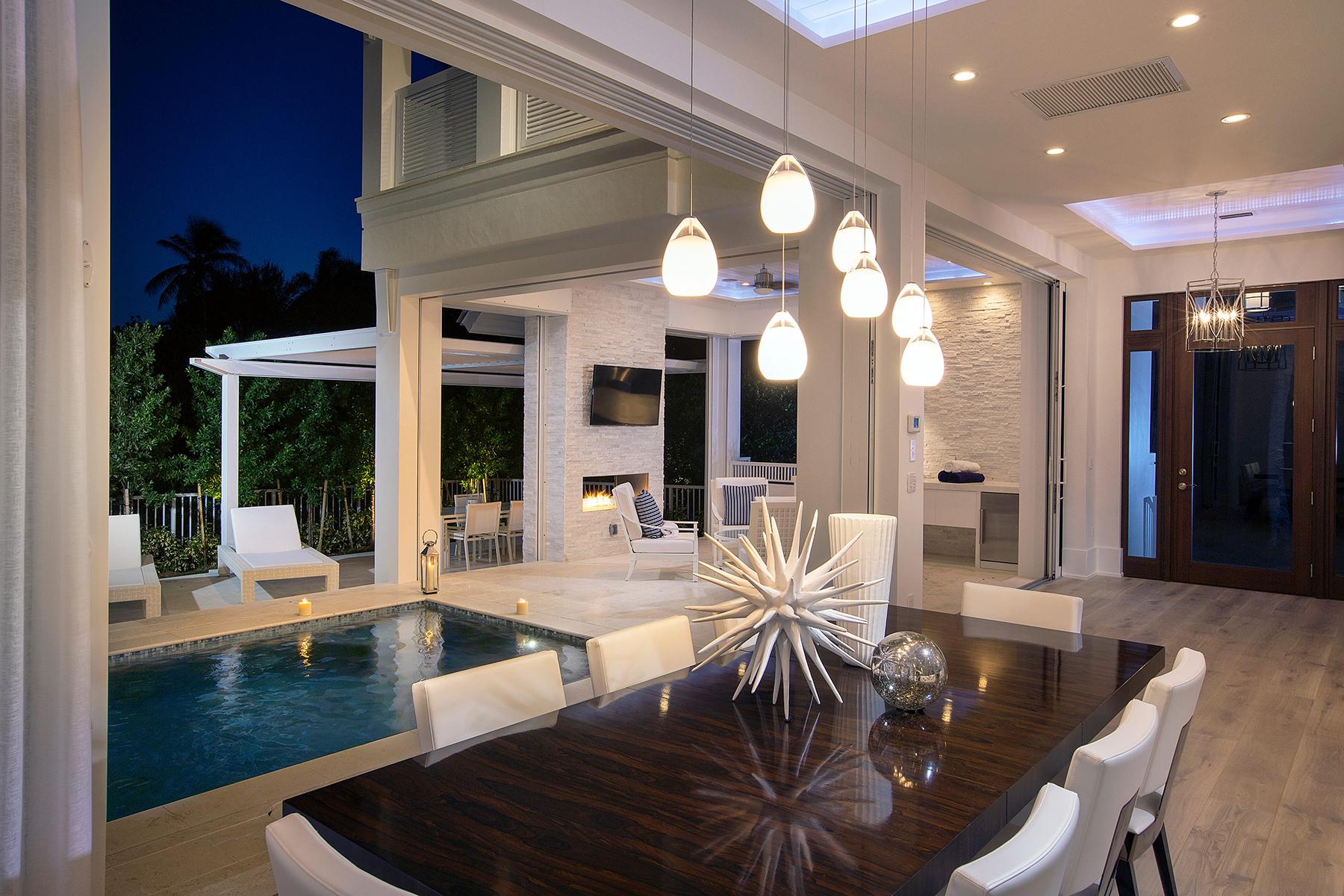 Maison unifamiliale pour l Vente à OLDE NAPLES 1263 4th St S Naples, Florida, 34102 États-Unis