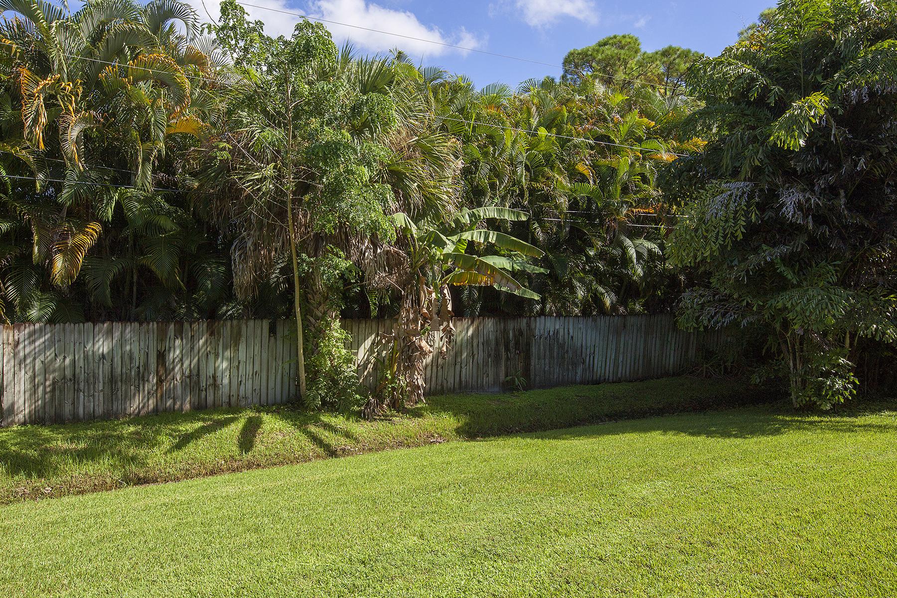 Nhà chung cư vì Bán tại NAPLES HIDEWAY CLUB 1101 Rosemary Ct A-104 Naples, Florida, 34103 Hoa Kỳ