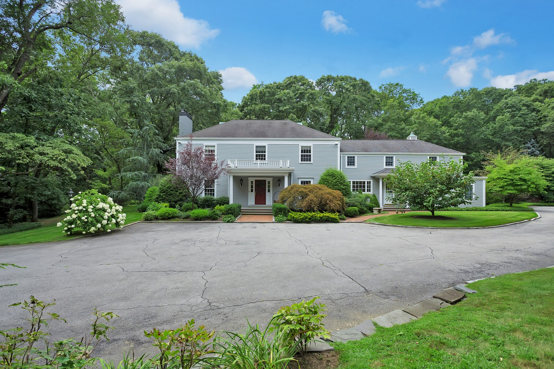 Single Family Home for Sale at Colonial 355 Split Rock Rd Syosset, New York, 11791 United States
