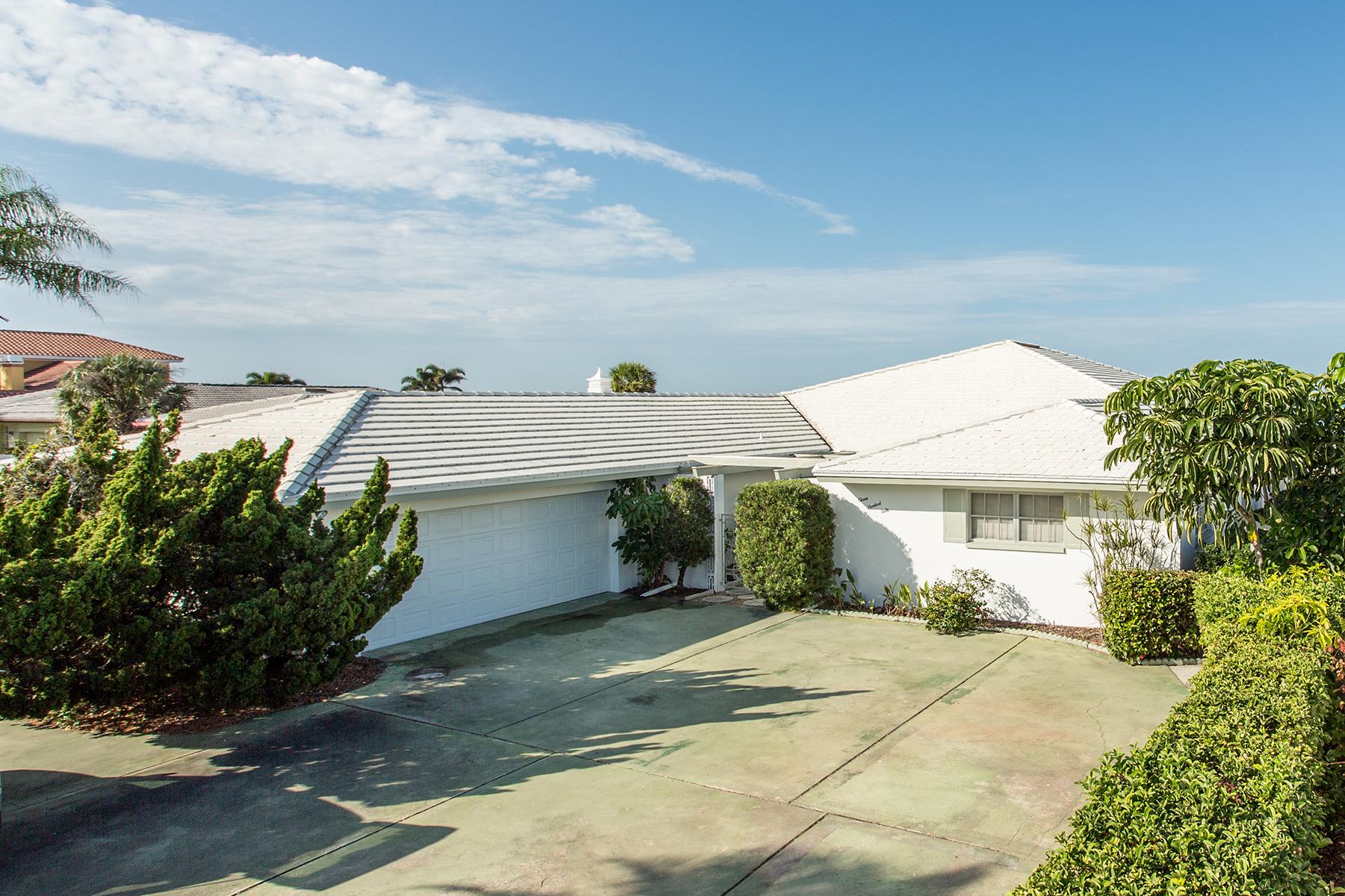 Maison unifamiliale pour l Vente à BELLEAIR BEACH 1160 Gulf Blvd Belleair Beach, Florida, 33786 États-Unis