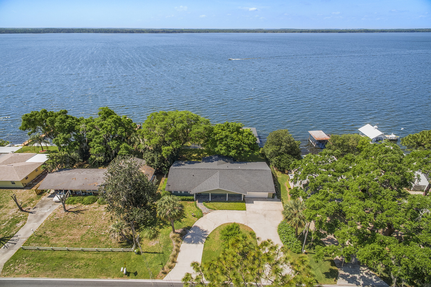 Villa per Vendita alle ore ORLANDO - TAVARES 32735 Lakeshore Dr Tavares, Florida, 32778 Stati Uniti