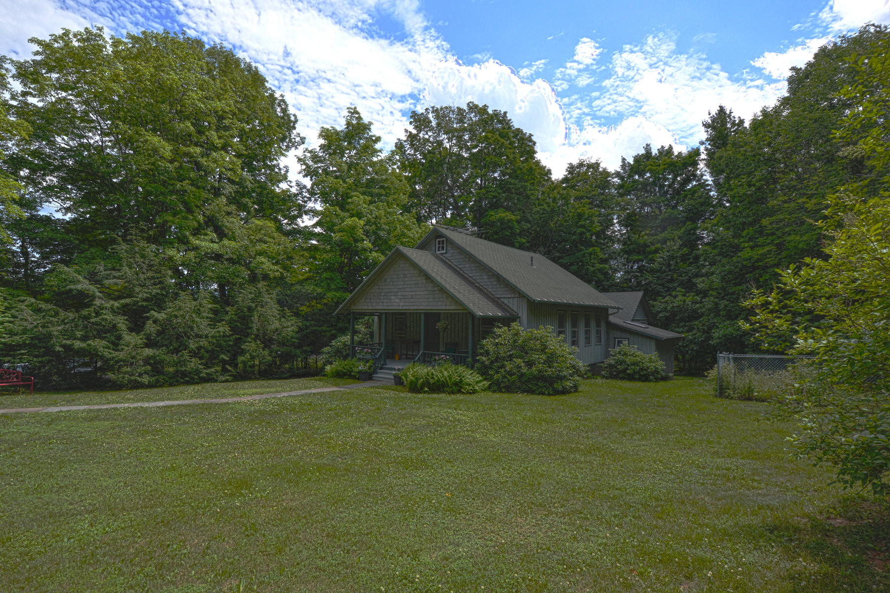 Additional photo for property listing at Onteora Park Cottage 35  Minwawa Tannersville, Nueva York 12485 Estados Unidos