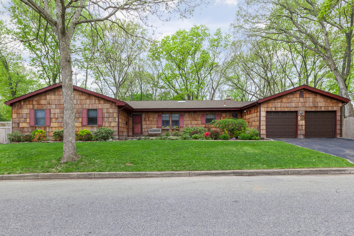 Single Family Home for Sale at Ranch 10 Arlington Ave St. James, New York 11780 United States