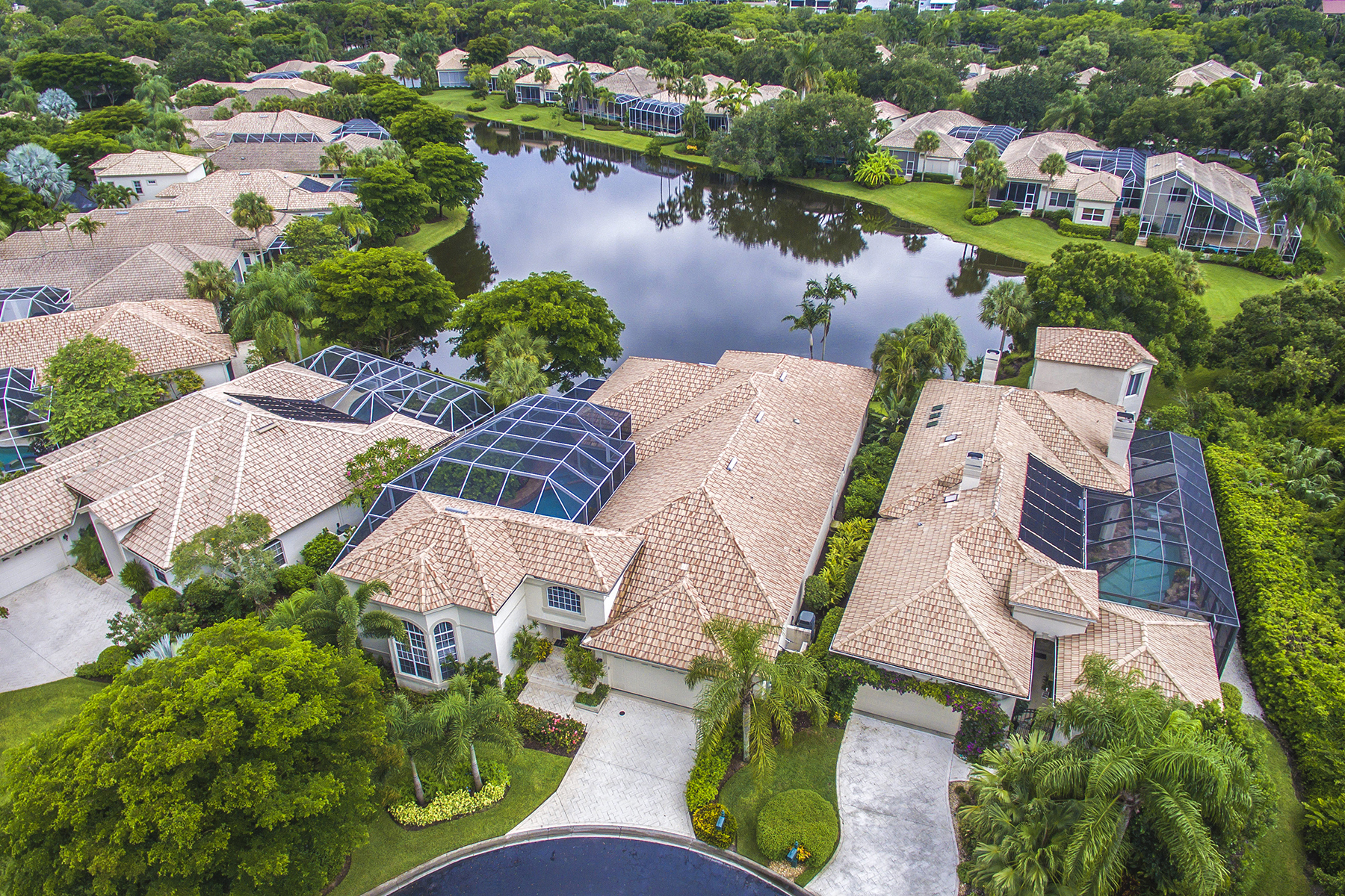 Villa per Vendita alle ore BONITA BAY - THE ANCHORAGE 27508 Riverbank Dr Bonita Springs, Florida, 34134 Stati Uniti