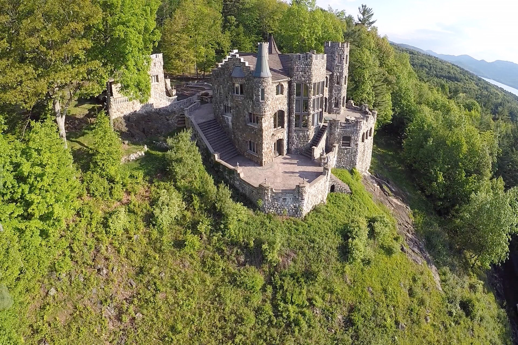 独户住宅 为 销售 在 Highlands Castle 18 Skyline Drive Bolton Landing, 纽约州, 12845 美国