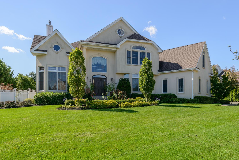 Nhà ở một gia đình vì Bán tại Colonial 122 Fig Dr Dix Hills, New York 11746 Hoa Kỳ