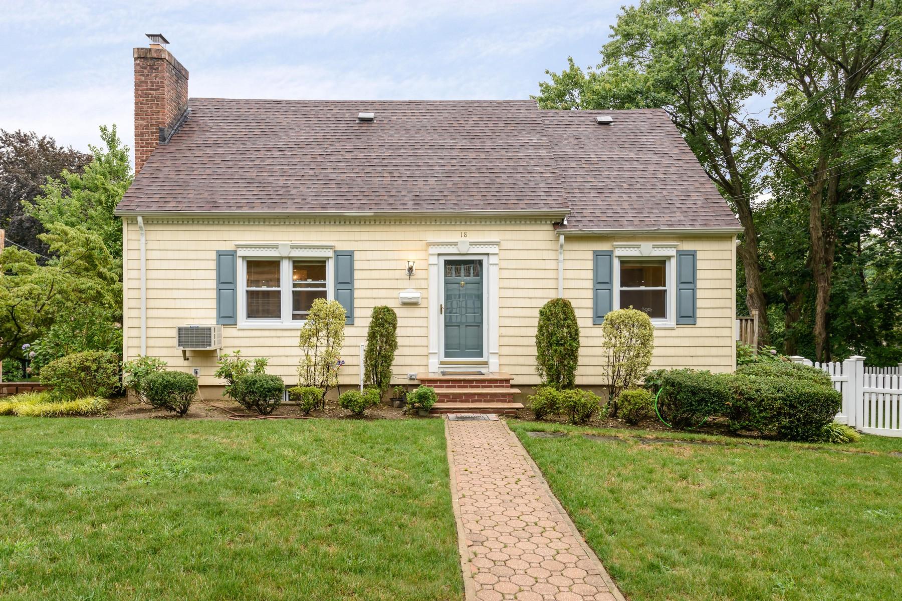 Einfamilienhaus für Verkauf beim Cape 18 South Dr Manhasset, New York, 11030 Vereinigte Staaten