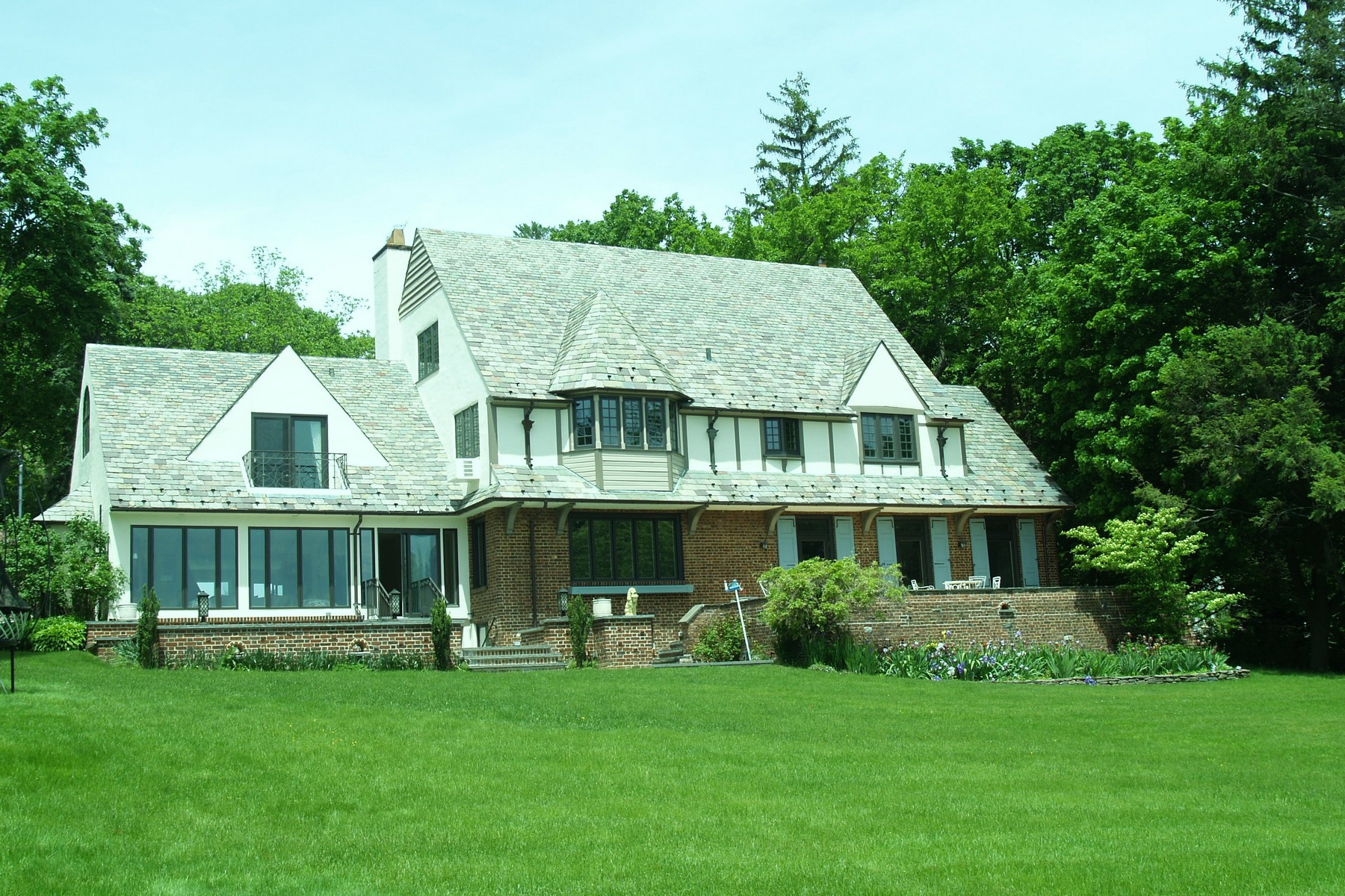 Single Family Home for Sale at Tudor Centre Island, New York 11771 United States