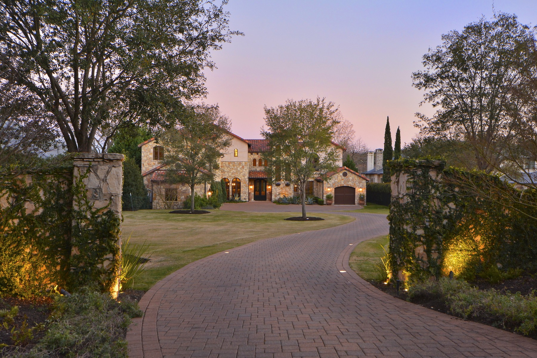 Single Family Home for Sale at Iconic Waterfront Home on Lake Austin 2611 Westlake Dr Austin, Texas 78746 United States