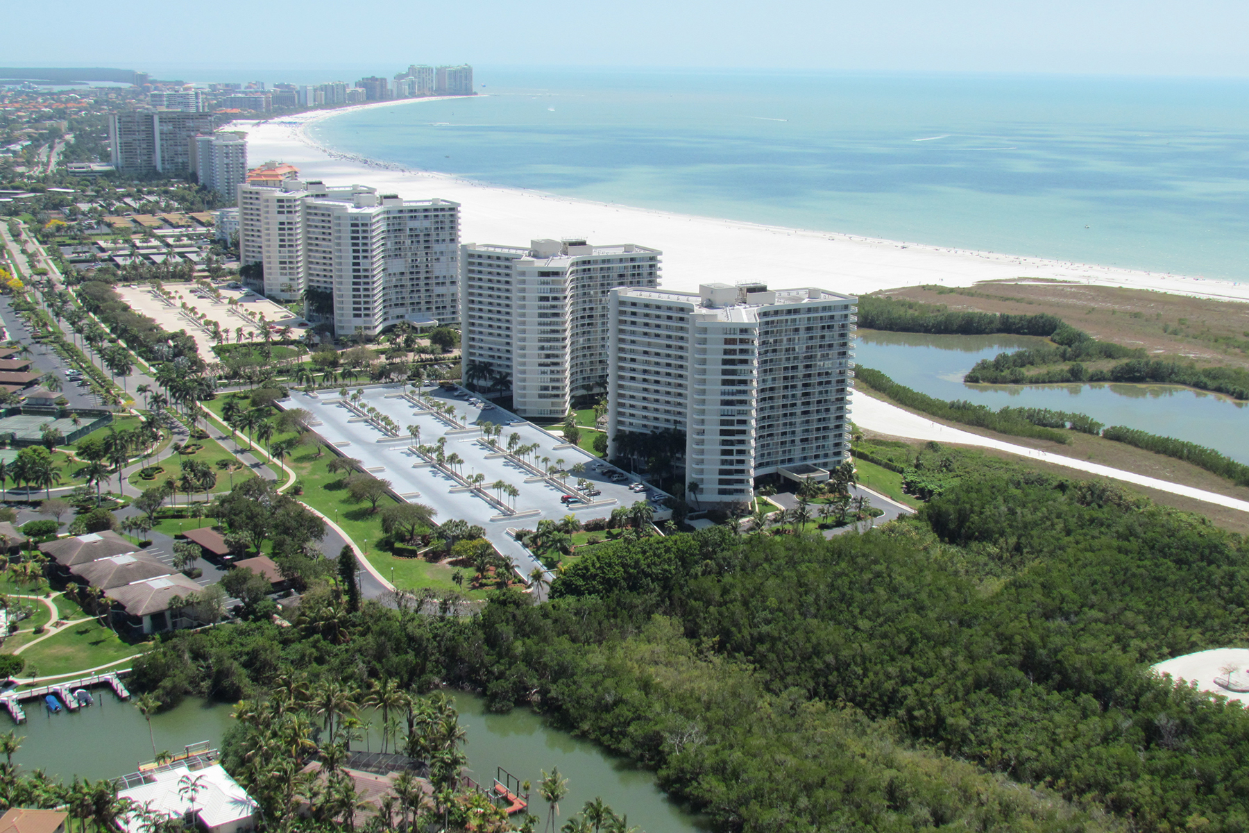Condomínio para Venda às MARCO ISLAND - SOUTH SEAS 440 Seaview Ct 601 Marco Island, Florida, 34145 Estados Unidos