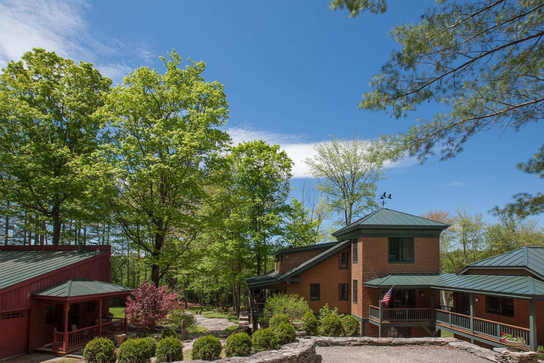 Maison unifamiliale pour l Vente à Cobble Woods Residence 224 Cobble Ridge Rd Londonderry, Vermont, 05148 États-Unis