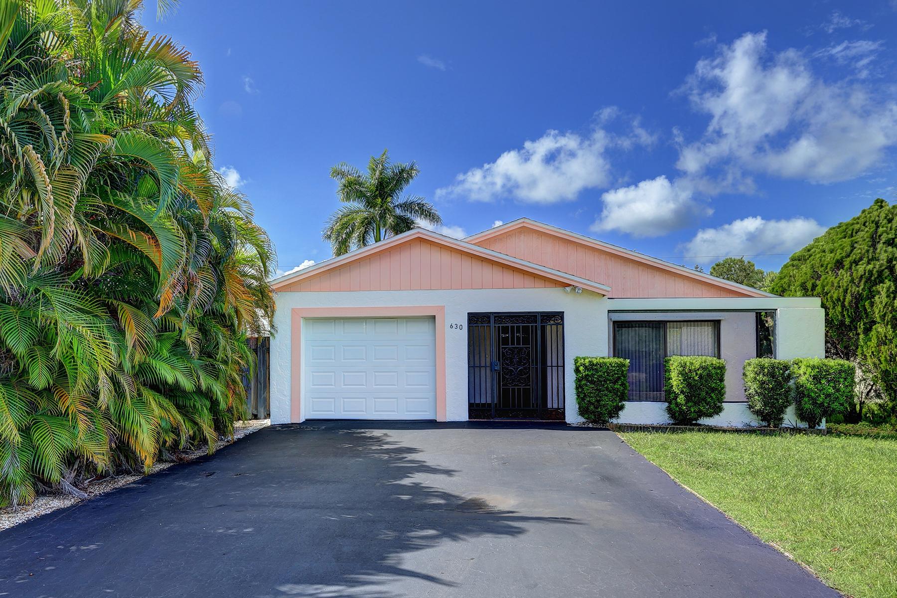 独户住宅 为 销售 在 NAPLES PARK 630 97th Ave N Naples, 佛罗里达州 34108 美国