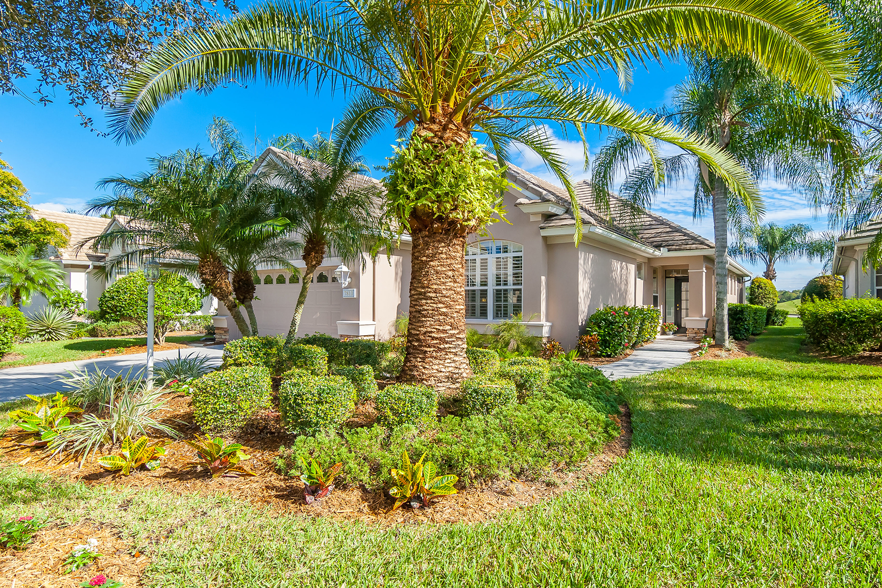 Single Family Home for Sale at LAKEWOOD RANCH COUNTRY CLUB 7811 Heritage Classic Ct Lakewood Ranch, Florida, 34202 United States