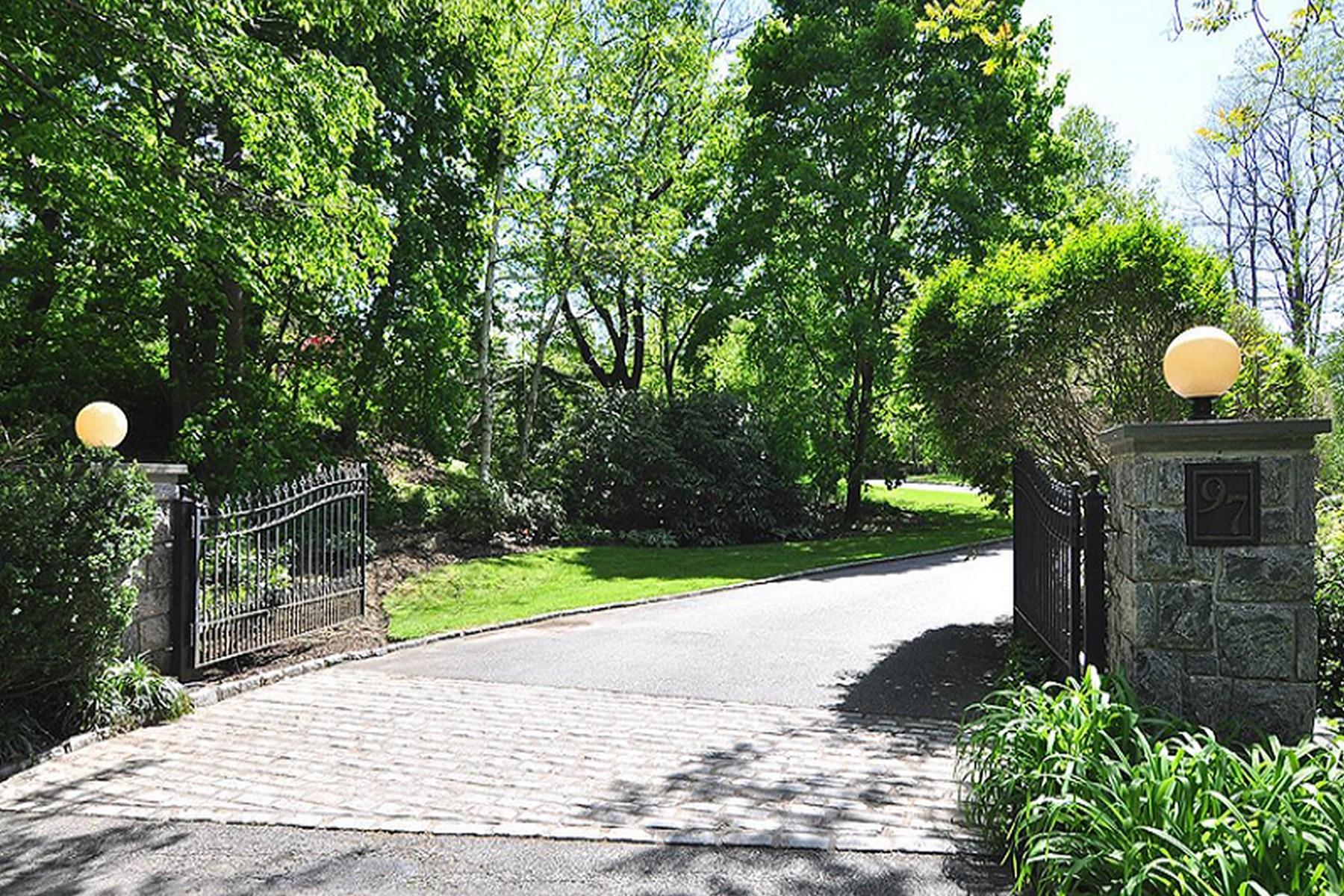 Casa para uma família para Venda às Post Modern 97 Wheatley Rd Old Westbury, Nova York 11568 Estados Unidos