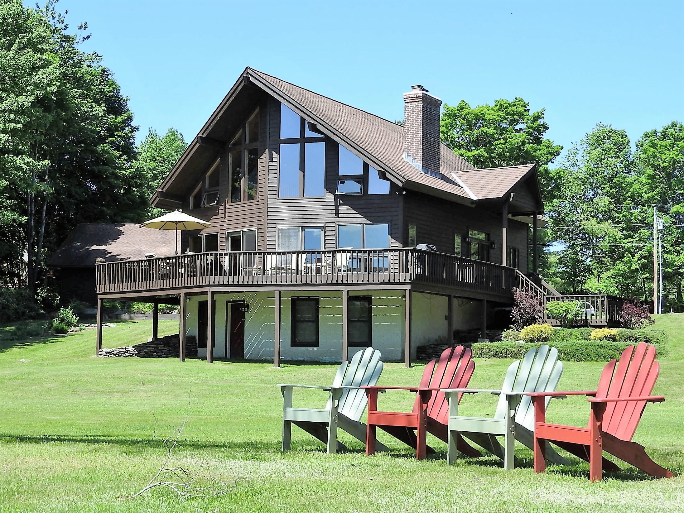 Villa per Vendita alle ore Lake Bomoseen Glistening Waters 109 Johnson Spooner Rd Castleton, Vermont, 05735 Stati Uniti