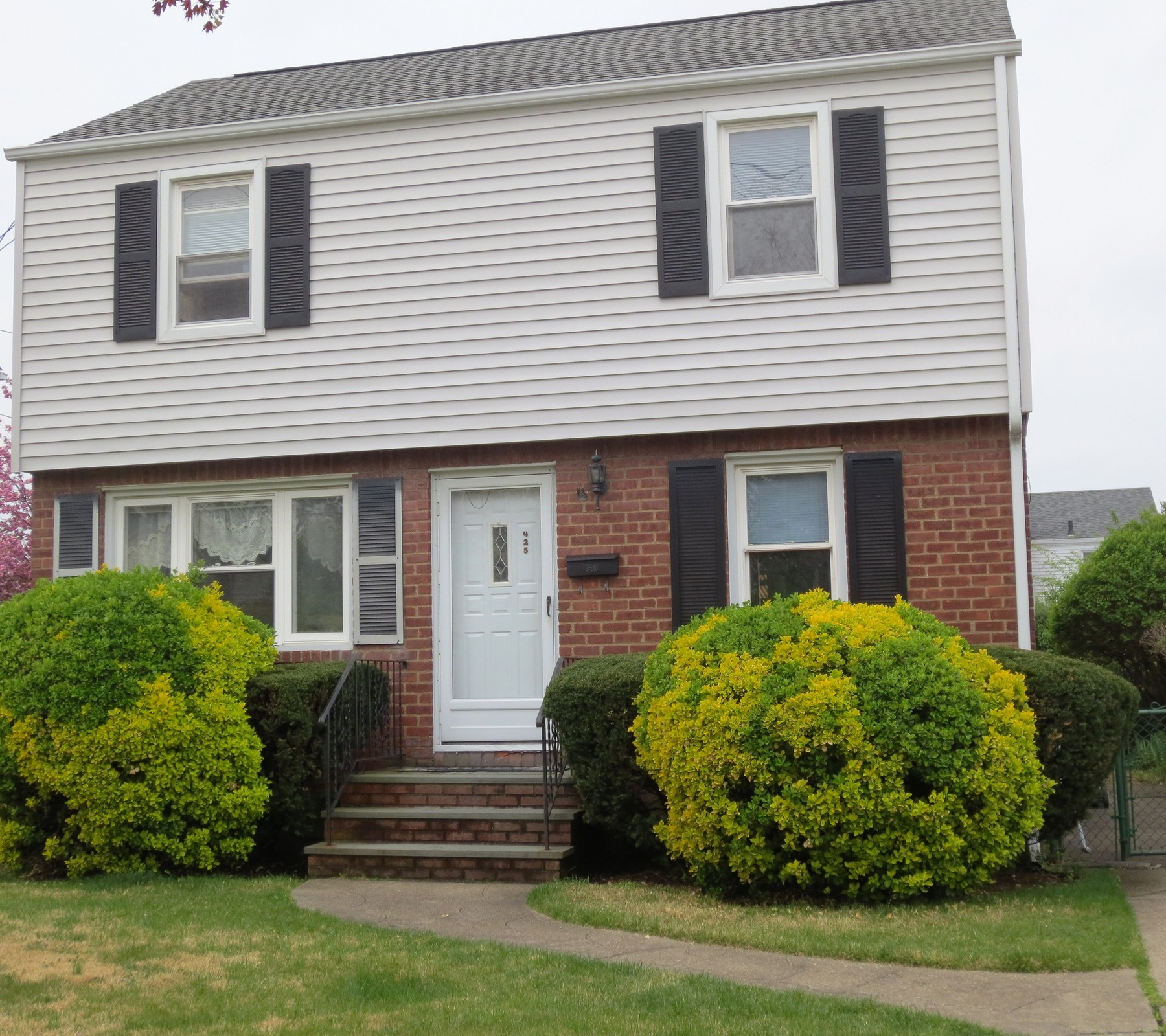 Single Family Home for Sale at Colonial 425 Emory Rd Mineola, New York, 11501 United States