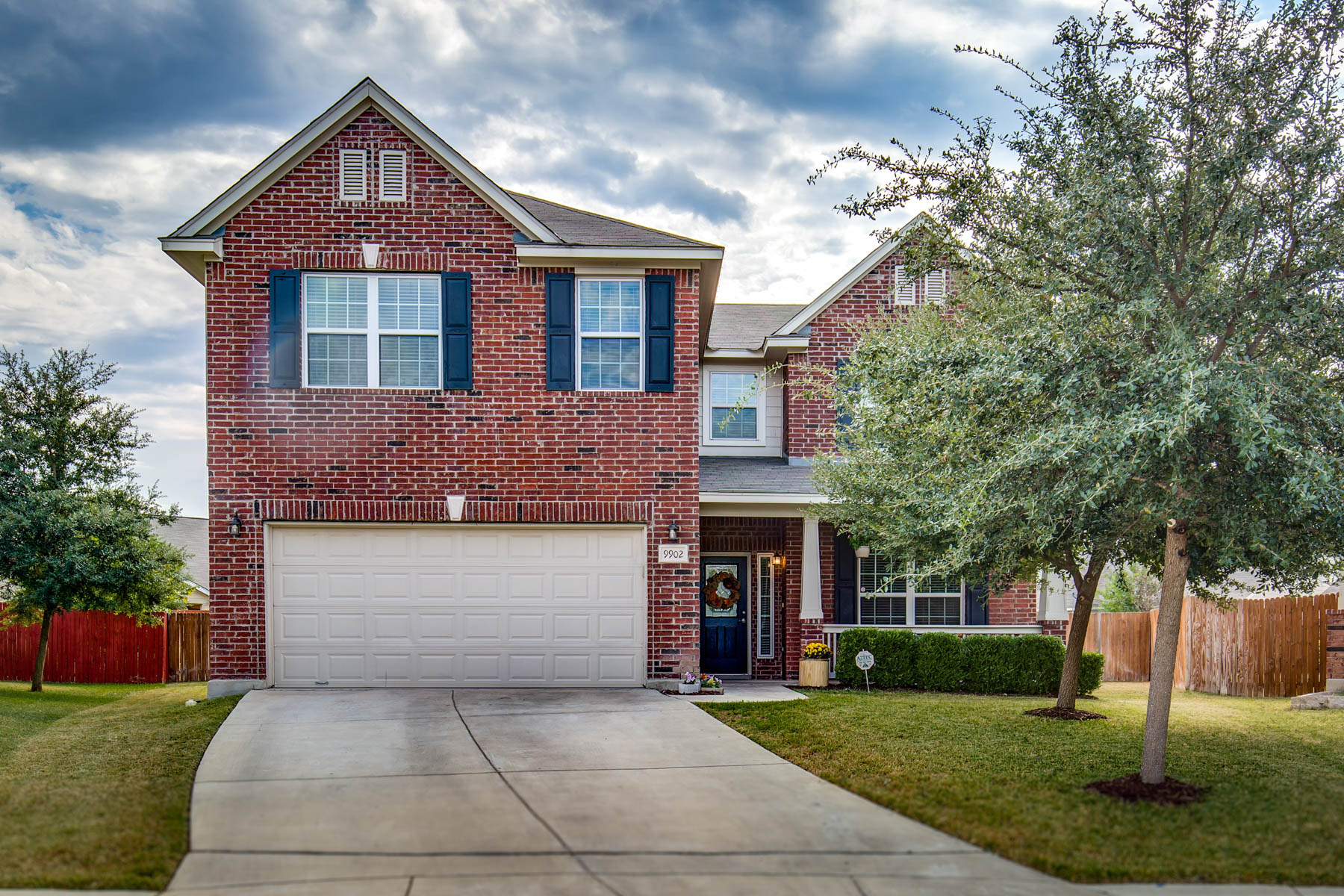 Single Family Home for Sale at Immaculate Home in Westover Valley 9902 Sable Green San Antonio, Texas 78251 United States