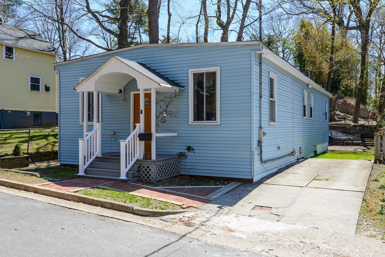 Einfamilienhaus für Verkauf beim 1 Park Pl, Sea Cliff Sea Cliff, New York, 11579 Vereinigte Staaten