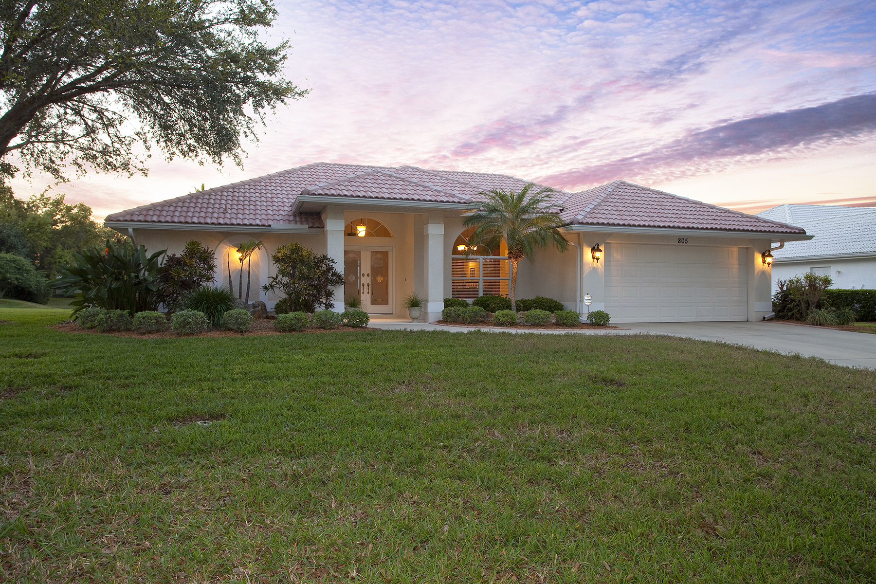 Single Family Home for Sale at BRIDLE OAKS 805 Connemara Cir Venice, Florida, 34292 United States